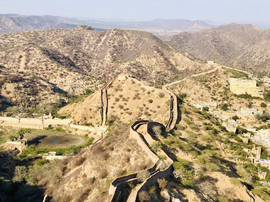 Did you say 'Wall of China'? No, it is 'Wall of Amer Fort'